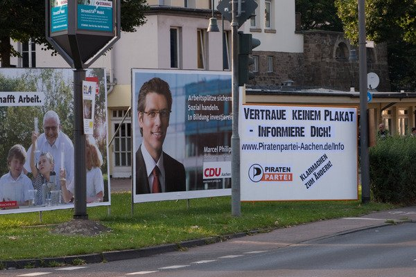 Traue keinem Plakat