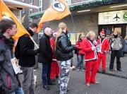 Kundgebung in Düsseldorf am 4.12.2010: Piraten als Weihnachtsmänner bzw. Männer mit Bärten